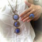 Collar blue