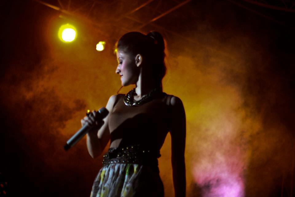 Foto Sexy Millane Fernandez Konser