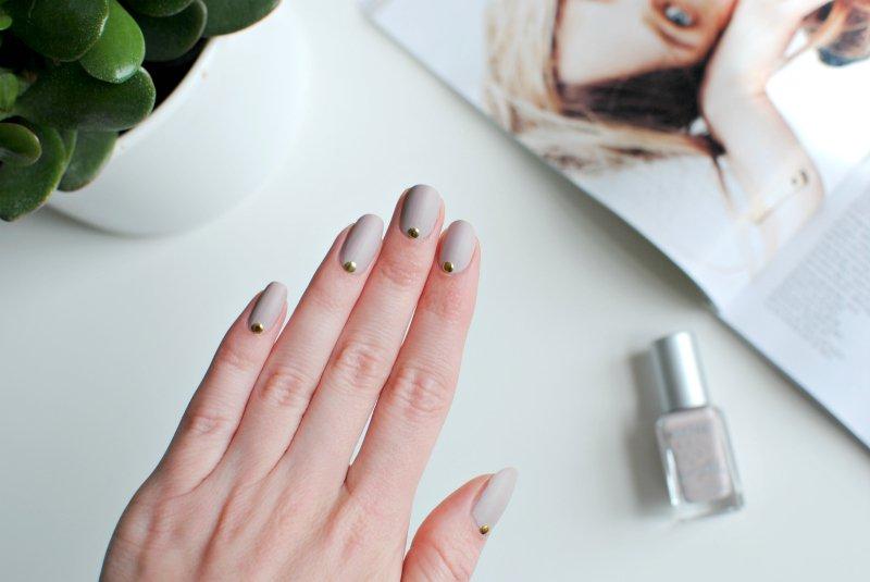 nails | nude matte nail art | BURKATRON