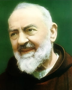 """""""A mão da Igreja é doce também quando golpeia, pois é a mão de uma mãe."""" S. Pio de Pietrelcina"""
