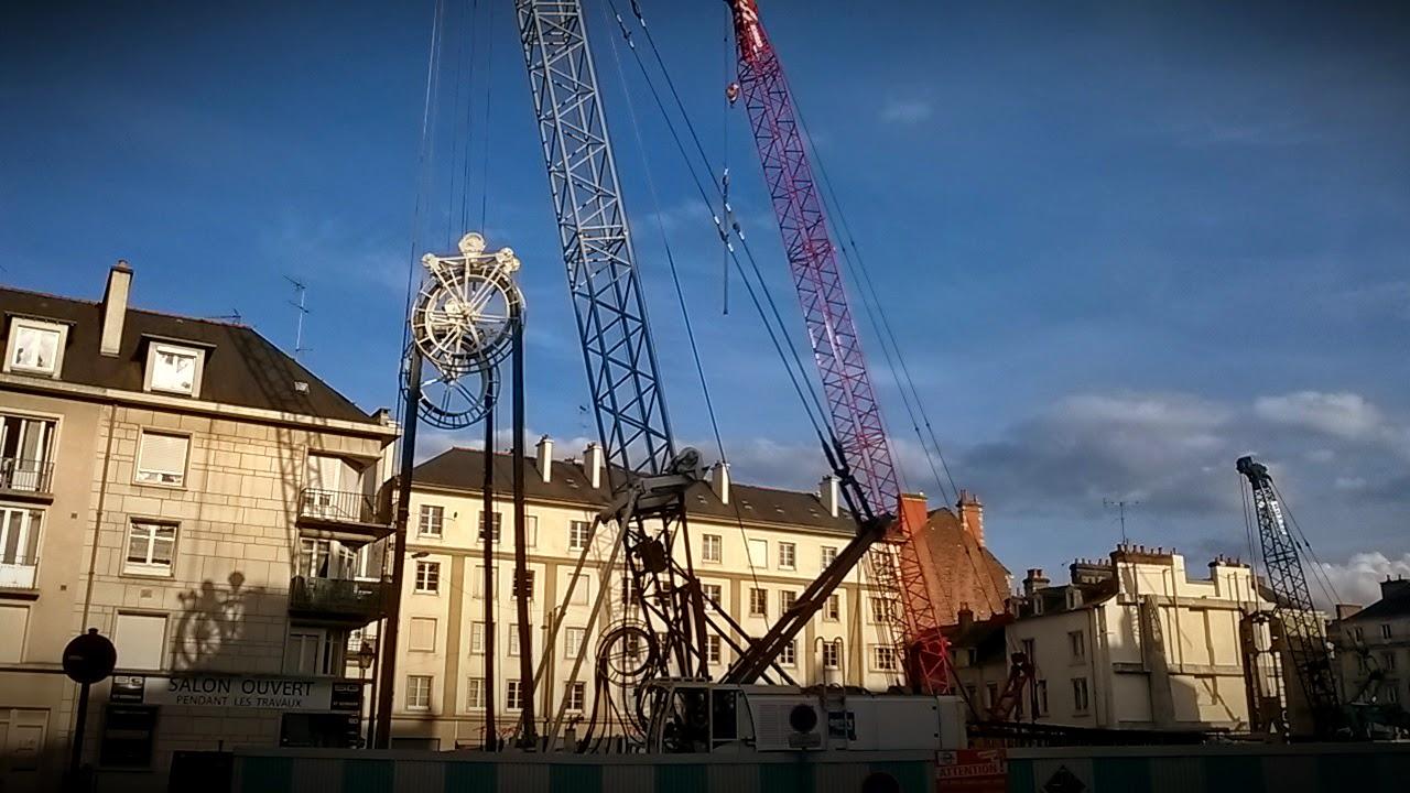 Le ballet des grues pour les travaux du métro sur la Place Saint-Germain