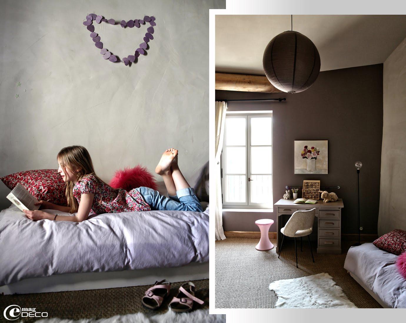 Chambre d'enfant décorée par l'architecte d'intérieur Marie-Laure Helmkampf avec du jonc de mer et des couleurs Farrow & Ball