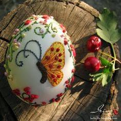 jajko haftowane wstazeczkami