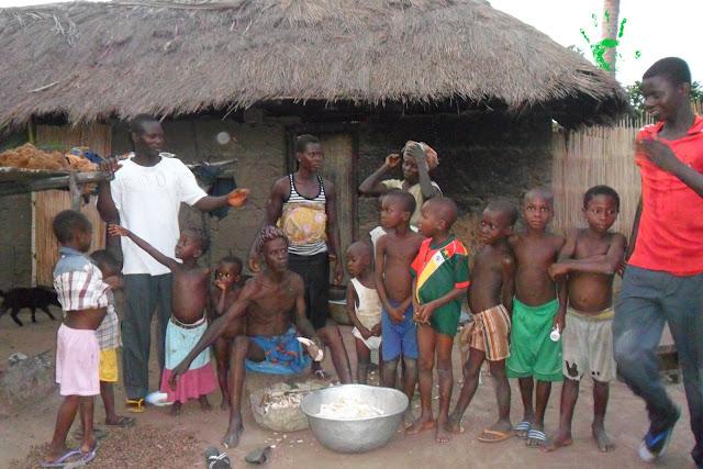 Una famiglia molto numerosa in Togo, Africa