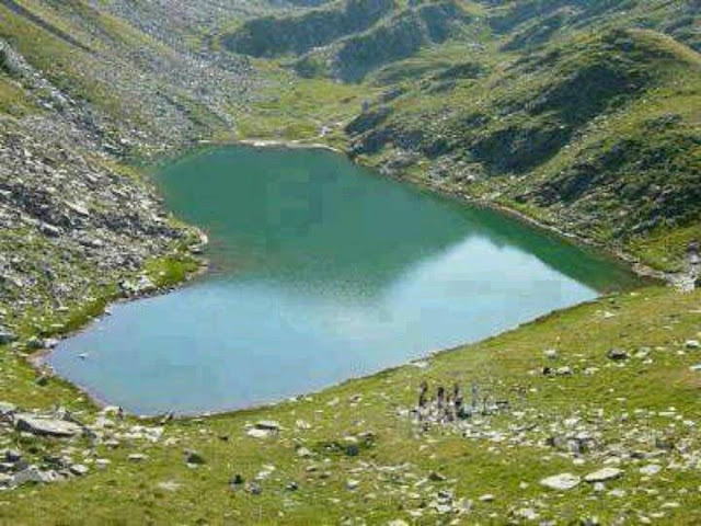 Amazing Heart shaped Lake in Gilgit,Pakistan-Beautiful Places