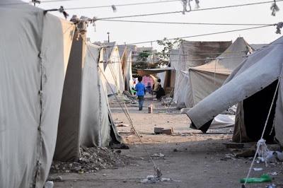 Beschrijving: http://2.bp.blogspot.com/-8lGw-Ap1R4o/TgqCiOk1bwI/AAAAAAAAEYM/G1mAepxtNNE/s400/tent_city_at_medinat_al-salaam.jpg