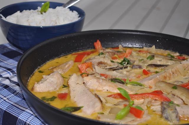 Kyllingryte med aubergine og paprika