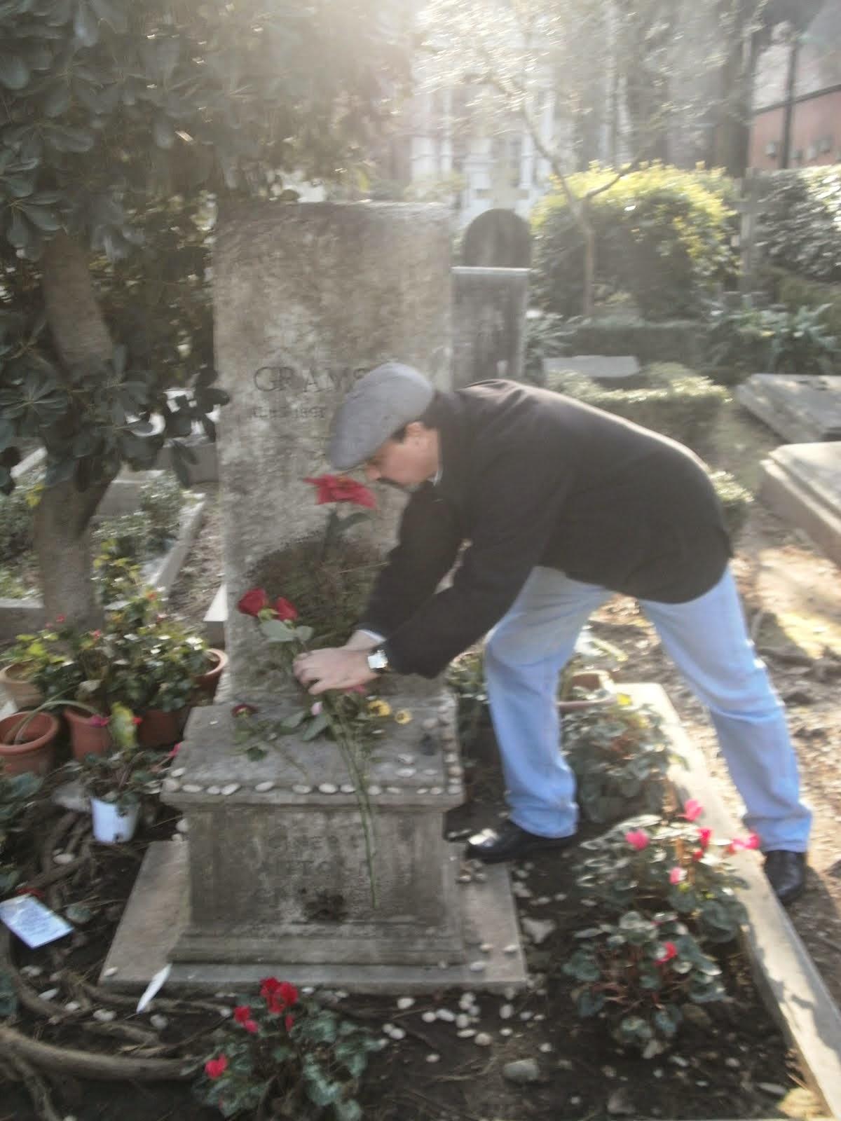 Rosas Rojas para Antonio Gramsci