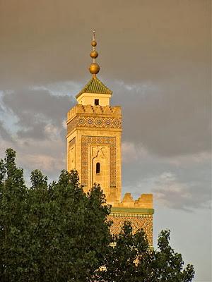 Menara Masjid Besar Paris.