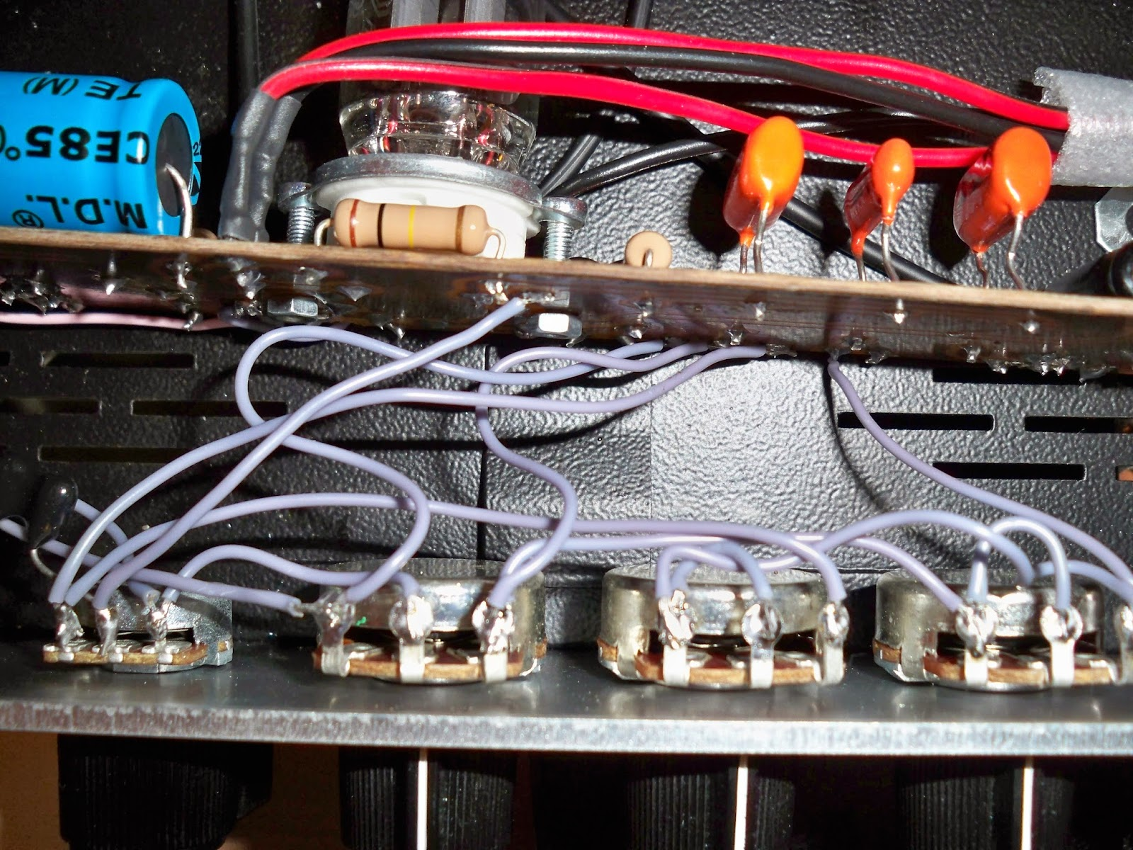 Lilium JSN: DIY Electric Bass Tube Preamp (F-2B Clone, 1 x 12AX7)