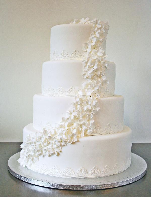 VALKOINEN HÄÄKAKKU - WHITE WEDDING CAKE
