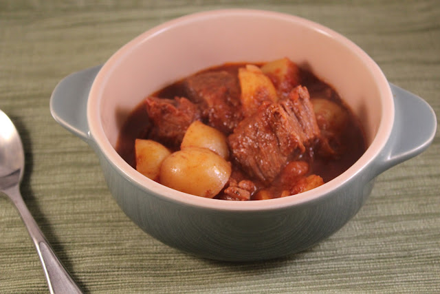 Slow-cooker beef and tomato stew with potatoes