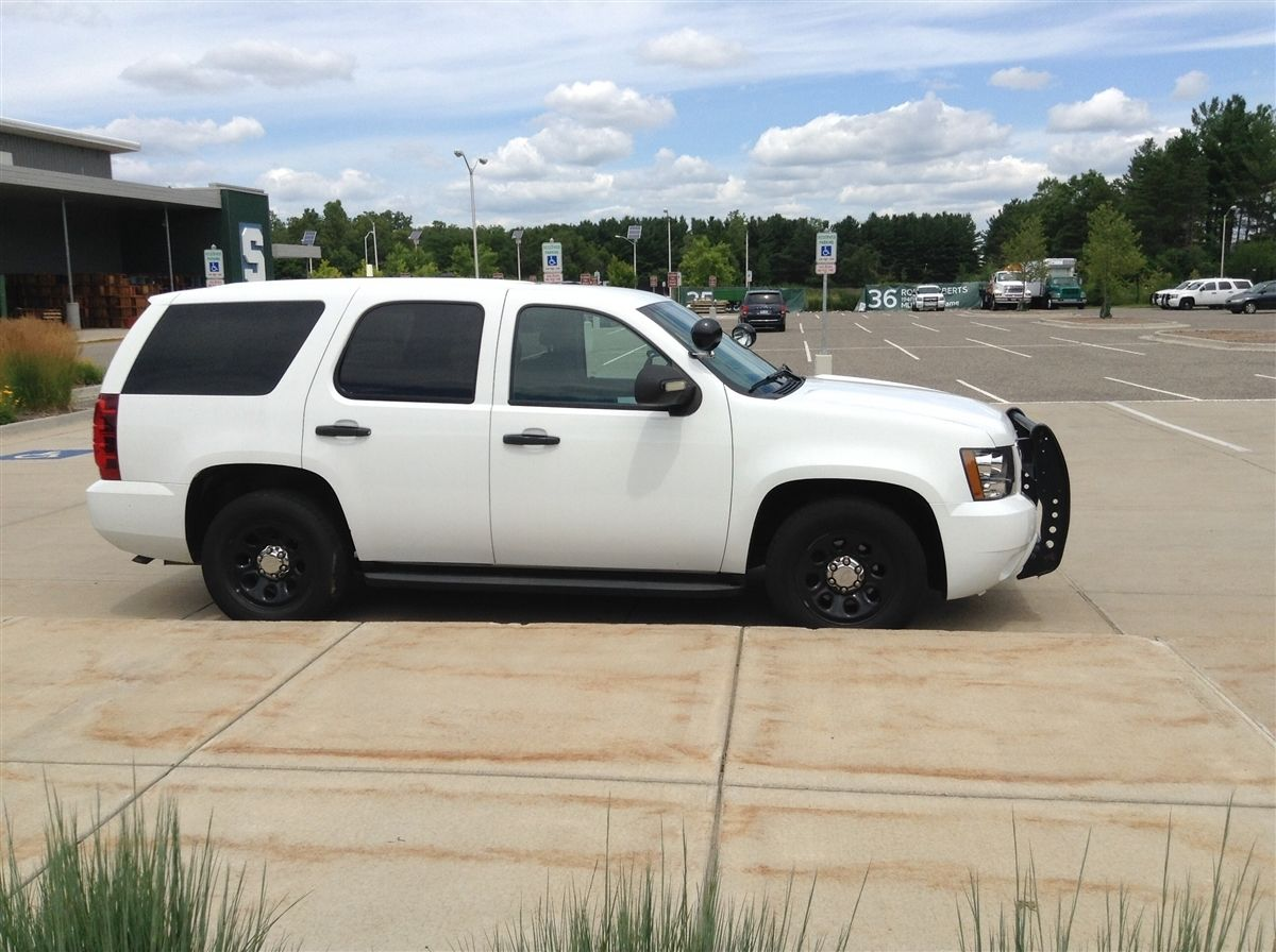 First up is the white cop wagon a 2011 model year hoe with a 5 3 liter vortec v8 good for 320 horsepower and 330 ft lbs of torque