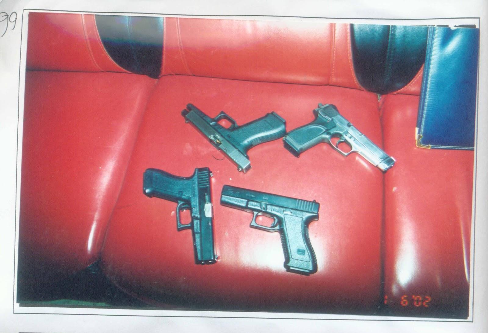 黑色的東西=黑色的手槍=凶槍