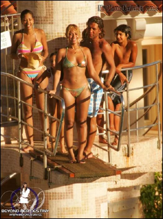 golaya-ili-v-bikini-beyonse
