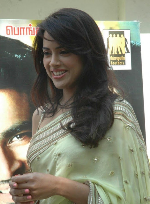 sameera reddy saree in vettai movie audio release hot images