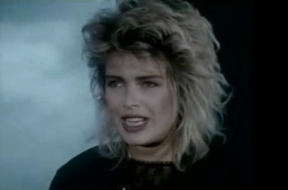videos-musicales-de-los-80-kim-wilde-you-keep-me-hanging-on