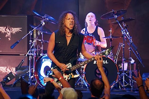 Kirk Hammet en el escenario del Fear FestEvil