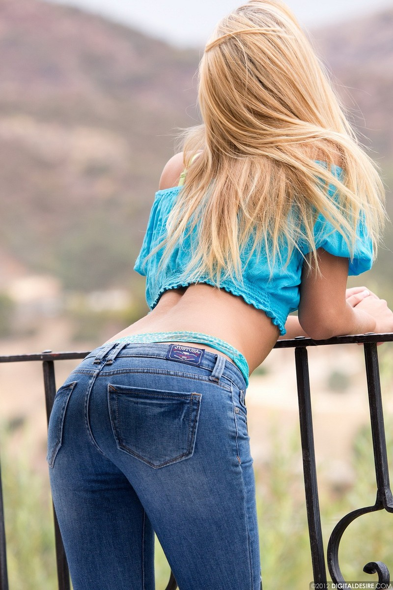 Girls in Tight Jeans Pant: Sexy Girls in Tight Jeans