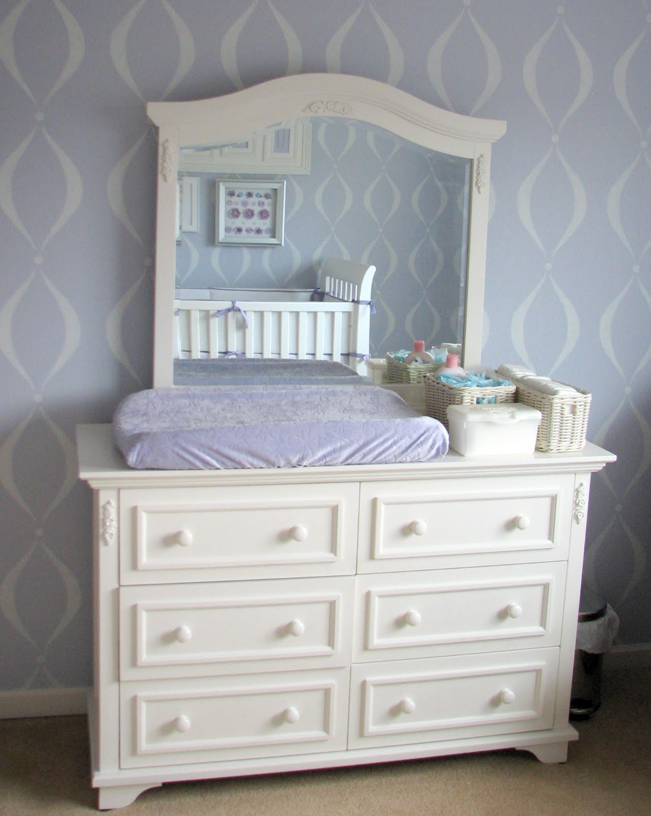 http://2.bp.blogspot.com/-8mpaC4JuPvk/Tf68YIv9nJI/AAAAAAAADOU/VDEuyU3LWjg/s1600/baby+girl+dresser.JPG