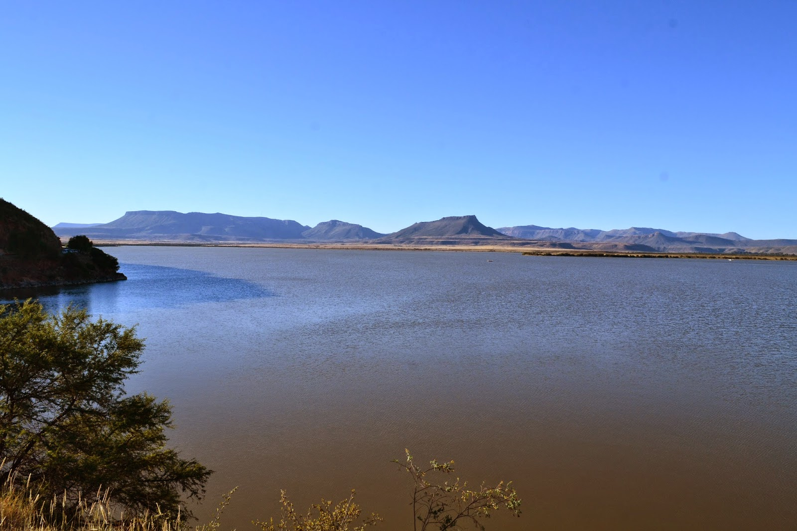 Nqweba dam in the middle of the Karoo