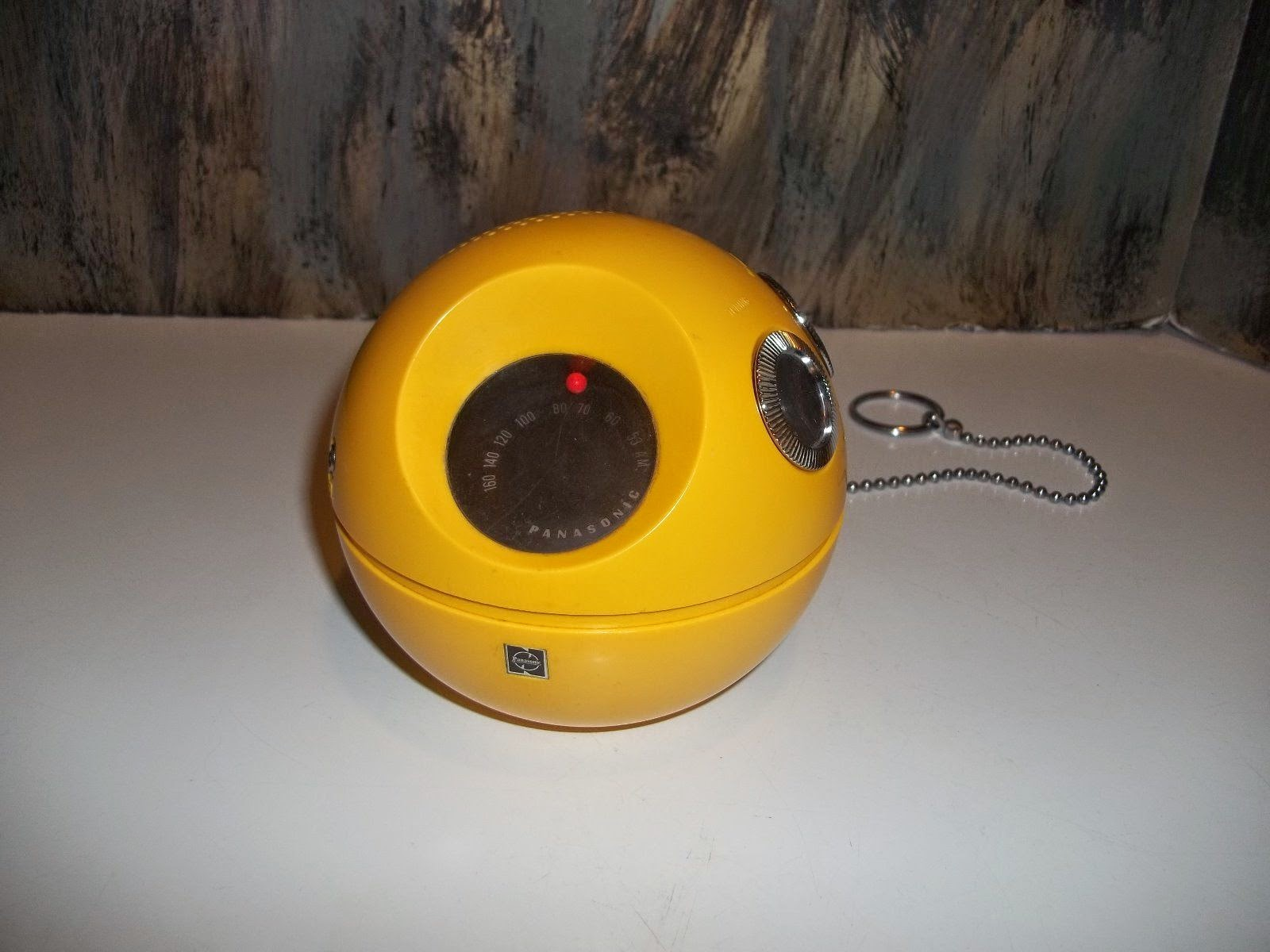 Vintage PanaPet 70 ball and chain radio Panasonic Model R-70 works