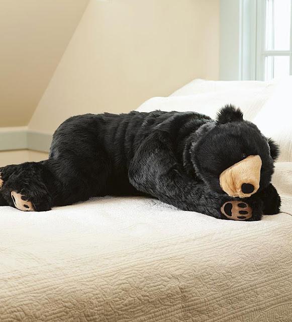 Que tal dormir dentro de um saco de dormir em formato de Urso ?
