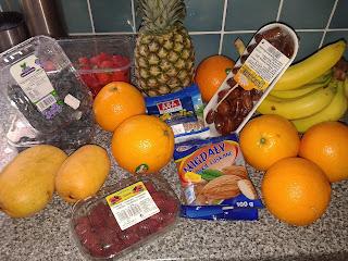 pomarańcz, mango, maliny, truskawki, jagody, banany, ananas, daktyle, migdały, słonecznik,