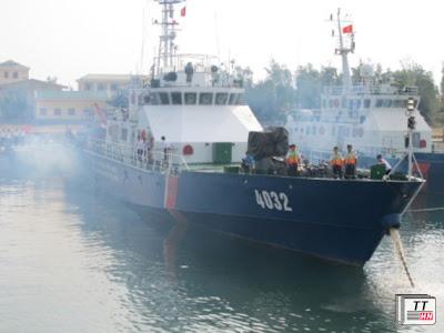 Tàu 4032 nổ máy chuẩn bị xuất kích.