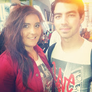 Photos Fans met Joe Jonas at London Airport 6/24/12 (fca ed bdf ffc )