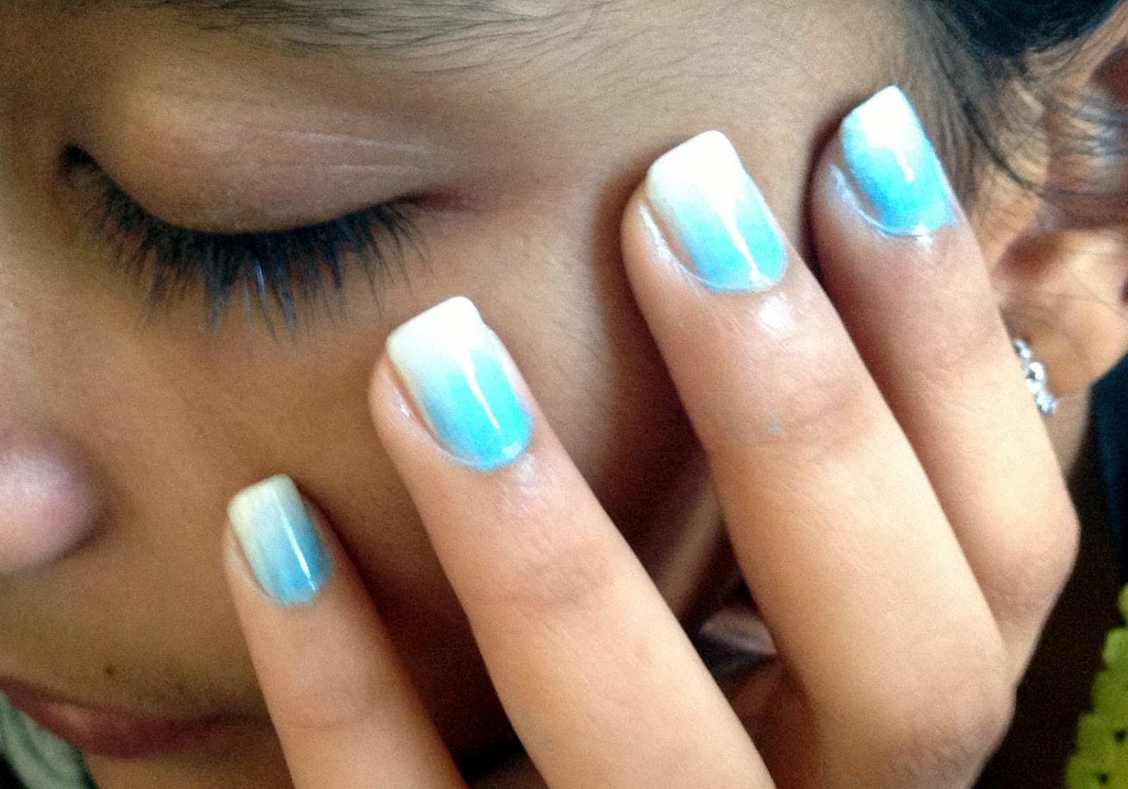 Natty Nails: Blue and white ombré