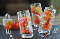 Ensalada de tomates y queso de cabra