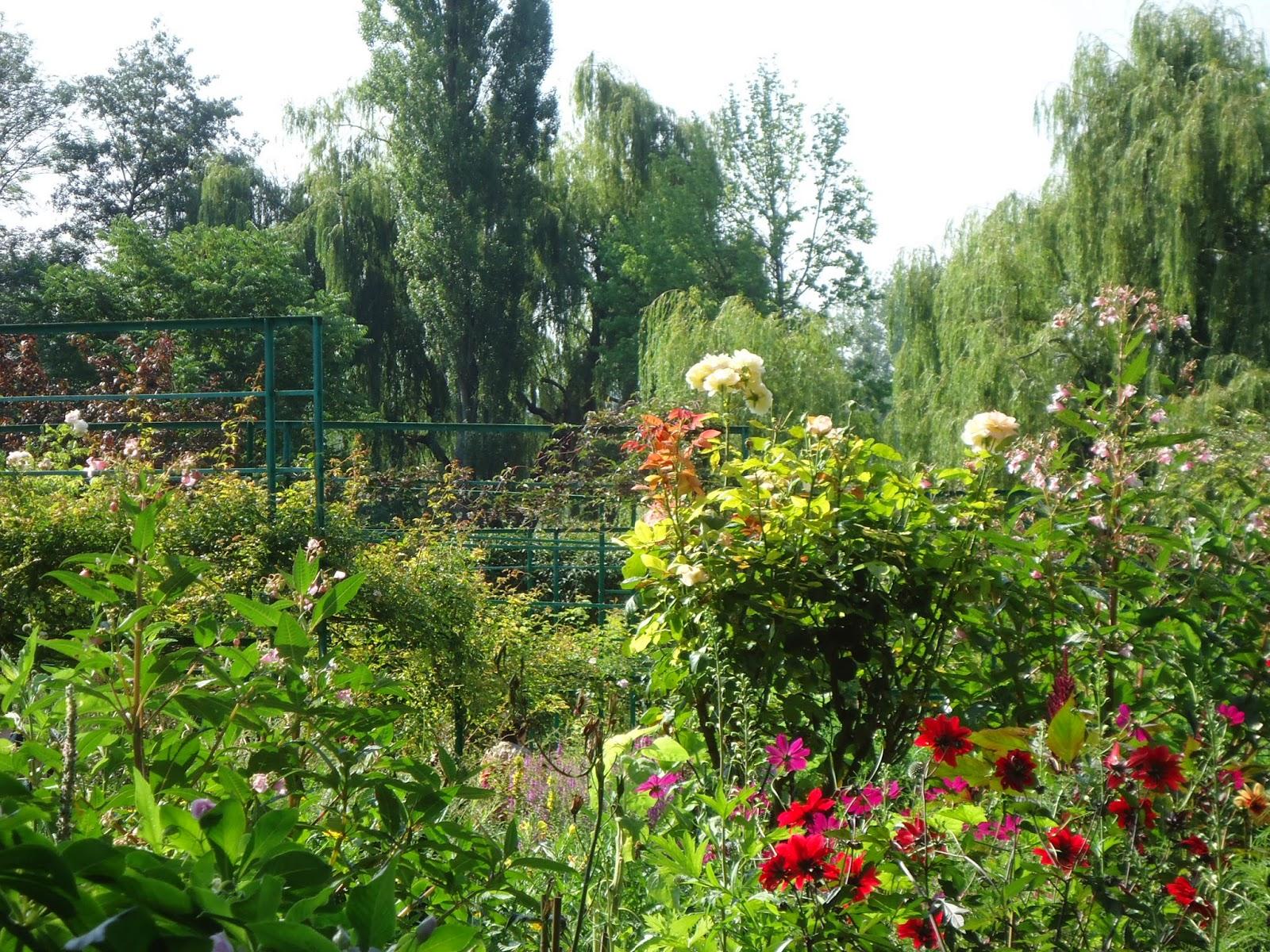les points suspendus … € Giverny maison et jardin de Claude