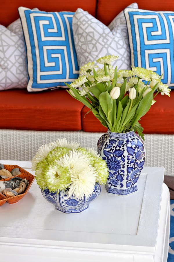blue-white-ginger-jars-decor-flowers