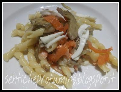 Fusilli napoletani con salmone carciofi e mozzarella di bufala