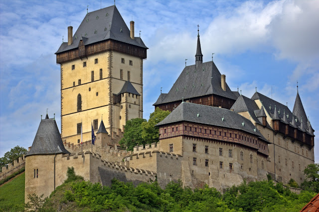 https://geolocation.ws/v/P/54811060/karlstejn-castle/en