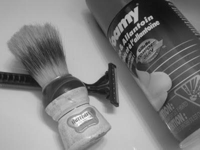 blaireau, rasoir jetable, mousse à raser, savon à raser, crème à barbe