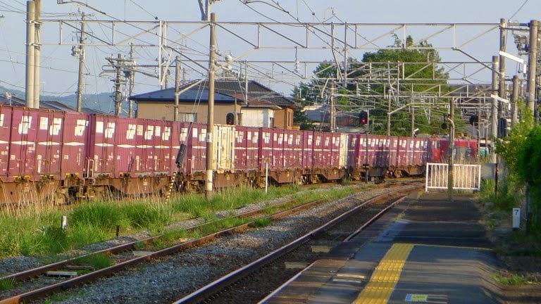 長い貨物列車