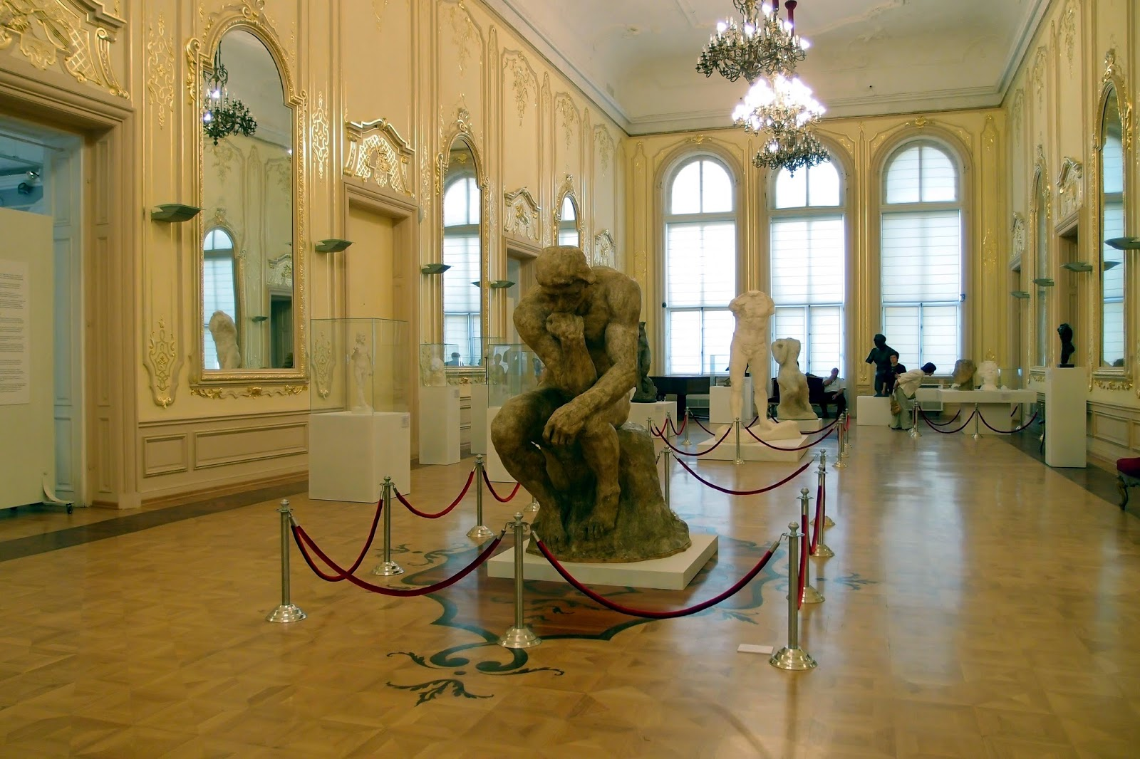The central hall of the exibition with the Walking man