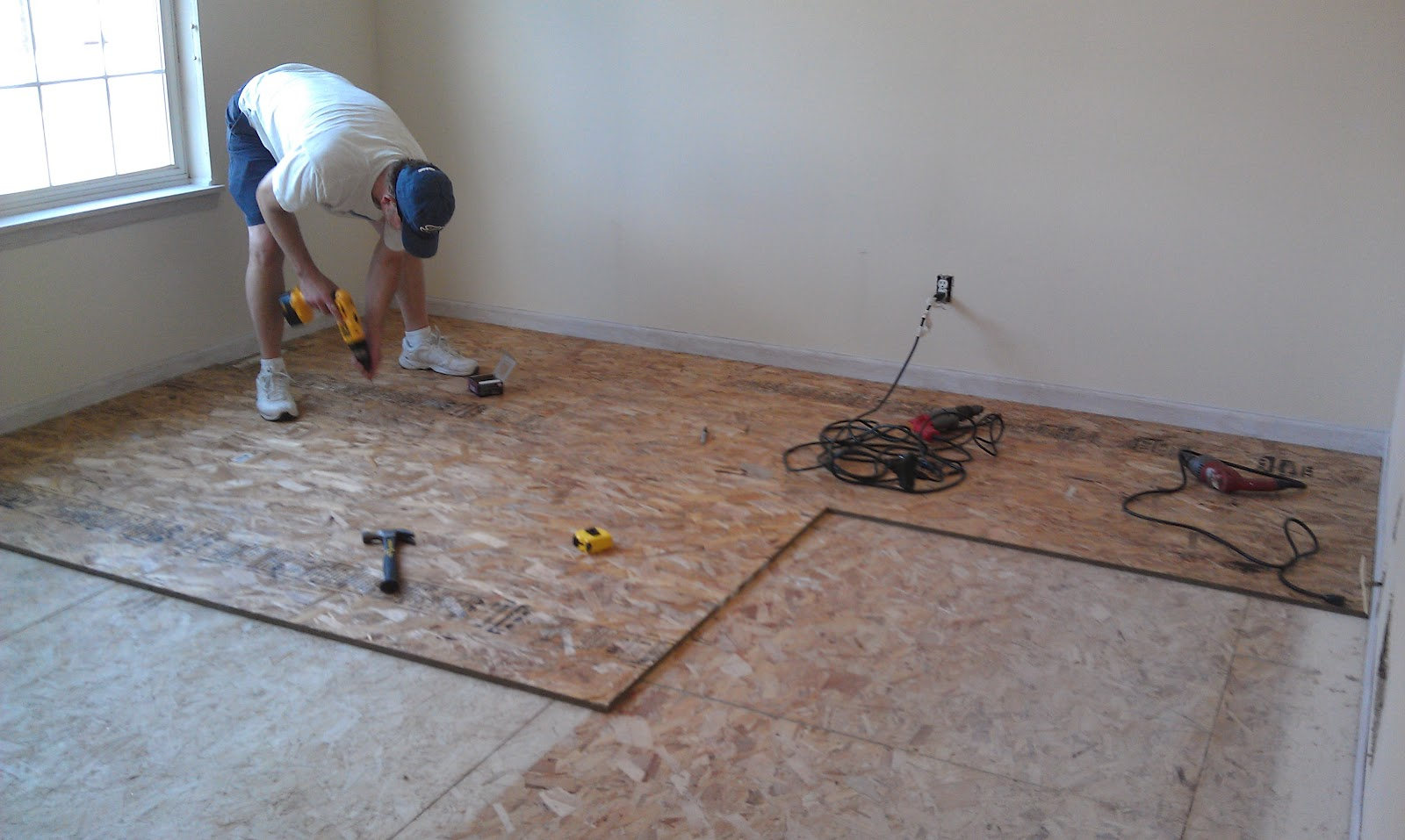 how to fix chips in laminate flooring