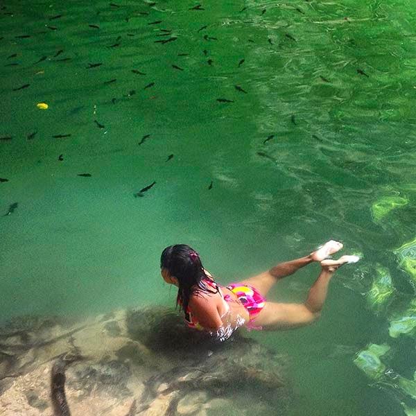 Cenote de la ciudad maya de Ek Balam. Los indígenas mayas conviven en armonía  con la naturaleza y la consideran su Madre.