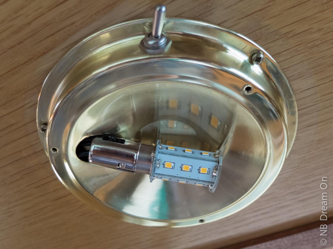 narrowboat dream on passage aux ampoules led bord du. Black Bedroom Furniture Sets. Home Design Ideas