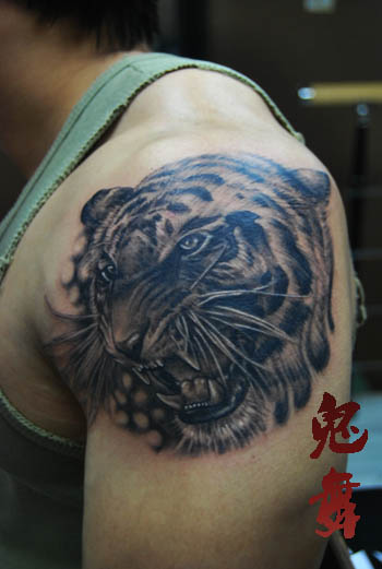 tiger tattoo design on the arm
