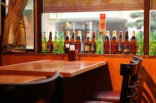 インド料理店の店内風景の写真