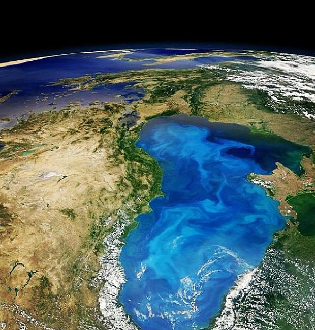 Imagem de satélite da Nasa mostra algas 'brilhantes' sobre a Europa