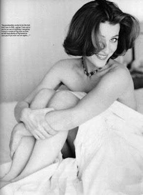 Gillian Anderson Semi Desnuda En La Cama