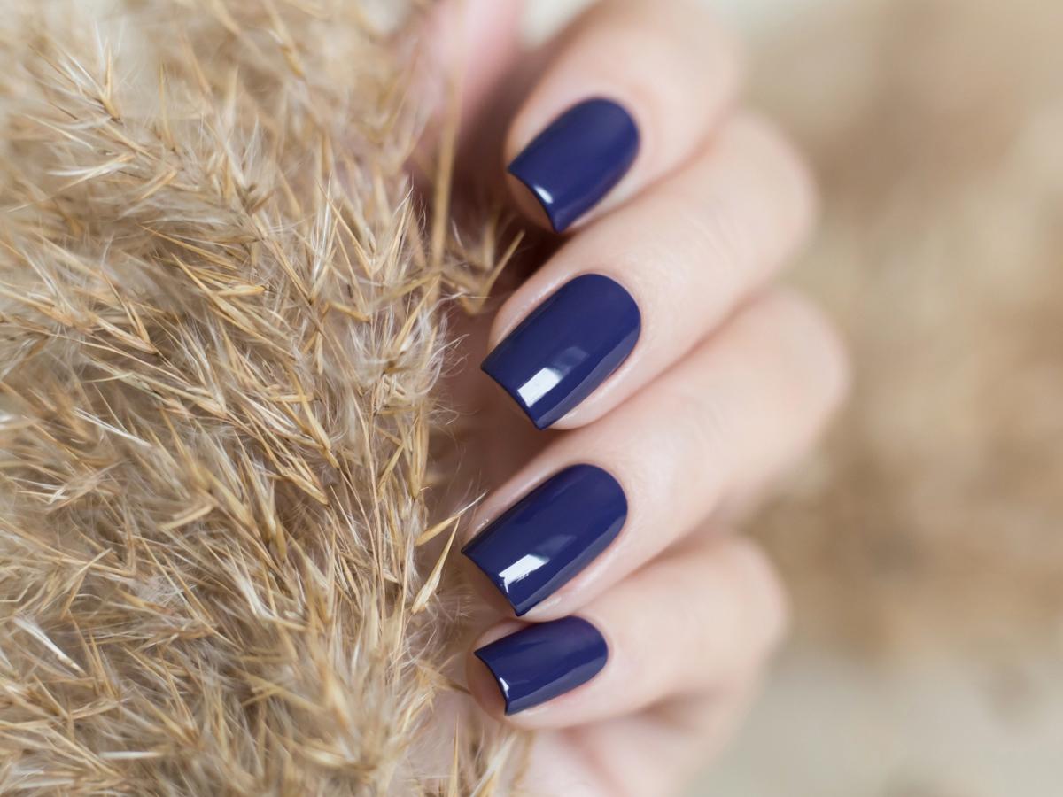 Минет синие ногти