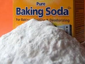 Membersihkan Gigi dengan Baking Soda