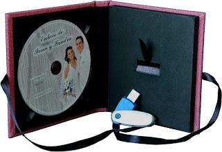 estuche para 1 CD o  DVD y un pendrive abierto