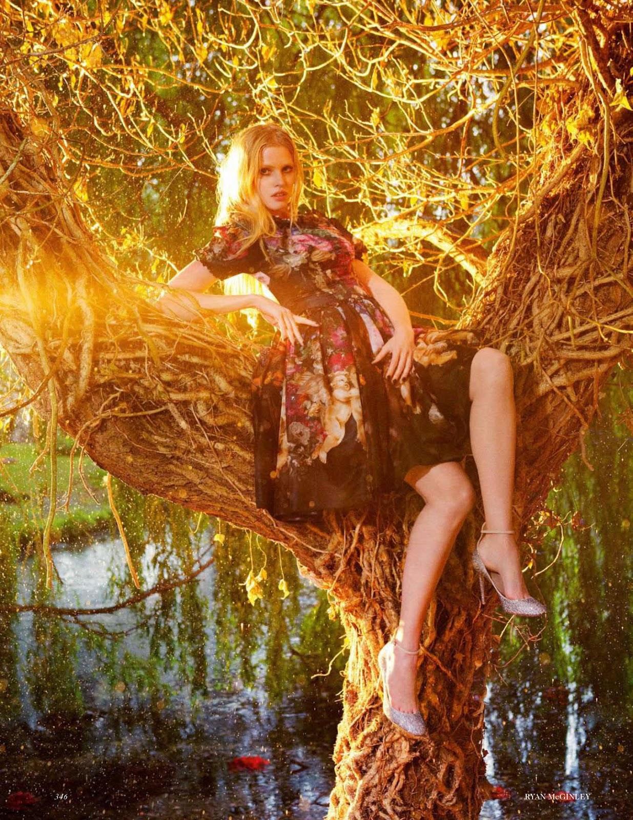 http://2.bp.blogspot.com/-8rAOECD4rxw/UCAz-nE4yBI/AAAAAAAAVN0/XtAW3agTLVg/s1600/Lara+Stone+-+Vogue+UK+September+2012+4.jpg